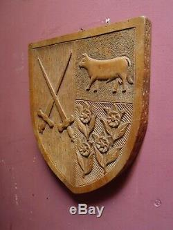 ANTIQUE 1920's CARVED WOOD GOTHIC DESIGN SHIELD SHAPED COAT of ARMS PANEL